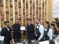 Immagine associata al documento: Di Gioia premia Antonio Riontino Miglior Sommelier di Puglia